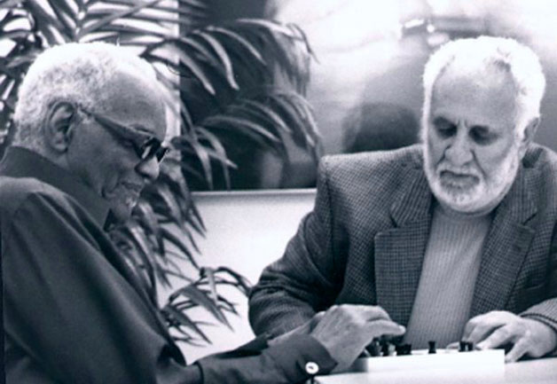 ray  charles 2002 playing chess with grand master larry evans